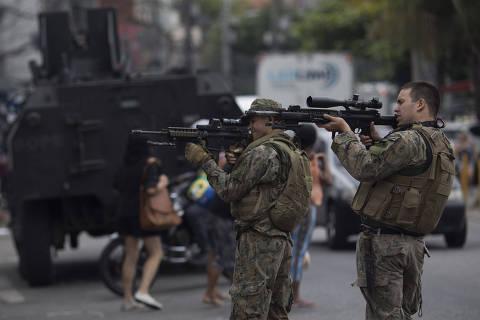 Pesadelo no RJ, controle de armas é reduzido em planos de candidatos ao governo