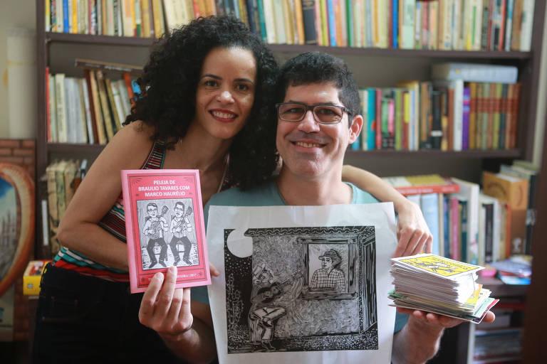 O casal de baianos Marco Haurélio e Lucélia cresceu ouvindo histórias de cordel e hoje se dedica à arte em São Paulo, onde mora
