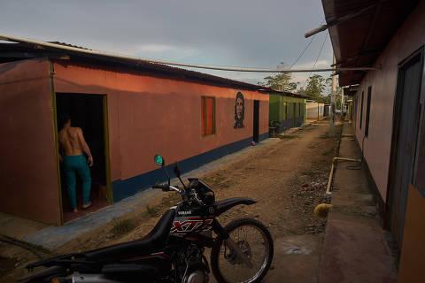 COLOMBIA,El espacio Heiler Mosquera como todos los espacios en donde habitan los excombatientes se ha ido configurando como un pequeño caserío en la mitad de la selva del Putumay.( Foto: Gerald Bermudez ) *** FARC *** EXCLUSIVO FOLHA *** NÃO USAR SEM A AUTORIZAÇÃO DO NÚCLEO DE IMAGENS ***