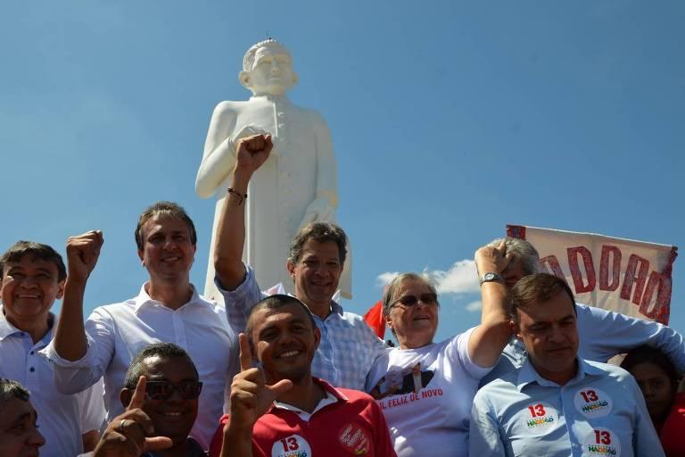 Fernando Haddad (PT) durante campanha em Juazeiro do Norte (CE), neste sábado (20)