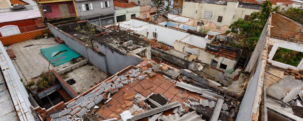 Desapropriações de uma quarteirão na Penha onde será construída a estação Penha de França, da linha 2-verde do Metrô