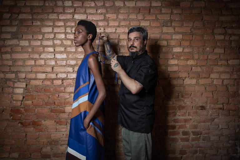 Com modelos negros e raiz indígena, João Pimenta levará questão racial à  SPFW - 22 10 2018 - Ilustrada - Folha 2ead647087