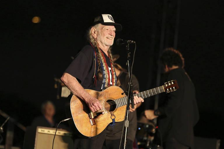 O cantor country Willie Nelson toca em comício de Beto O'Rourke em Austin, no Texas