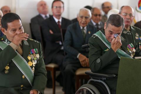 Prestígio com Bolsonaro agrada, mas também preocupa cúpula militar
