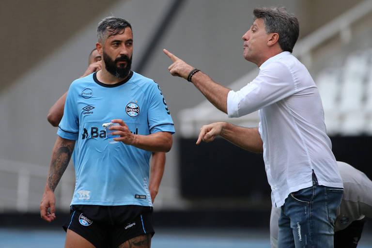 Renato Gaúcho conversa com Douglas durante jogo do Grêmio contra o Fluminense