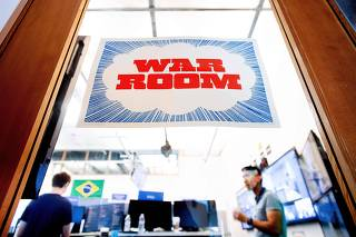 Facebook  presents 'war room' to fight election meddling