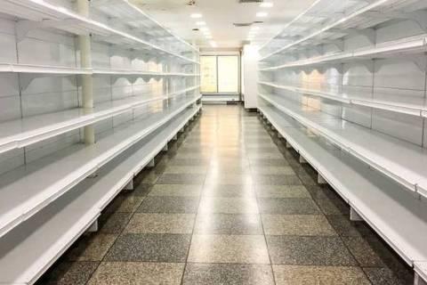 Com alta dependência de importações, a Venezuela vive um grande desabastecimento com falta de alimentos e medicamentos nos mercados, farmácias e hospitais