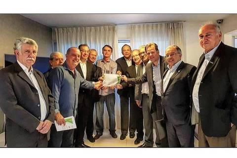 Foto publicada no Instagram de Jair Bolsonaro (PSL) mostra empresários que se reuniram com o candidato nesta segunda-feira (22)