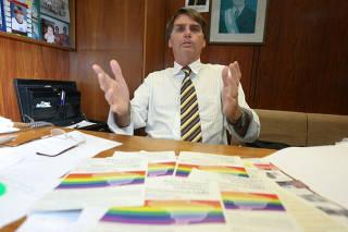 Jair Bolsonaro, então deputado pelo PP, em seu gabinete na Câmara dos Deputados