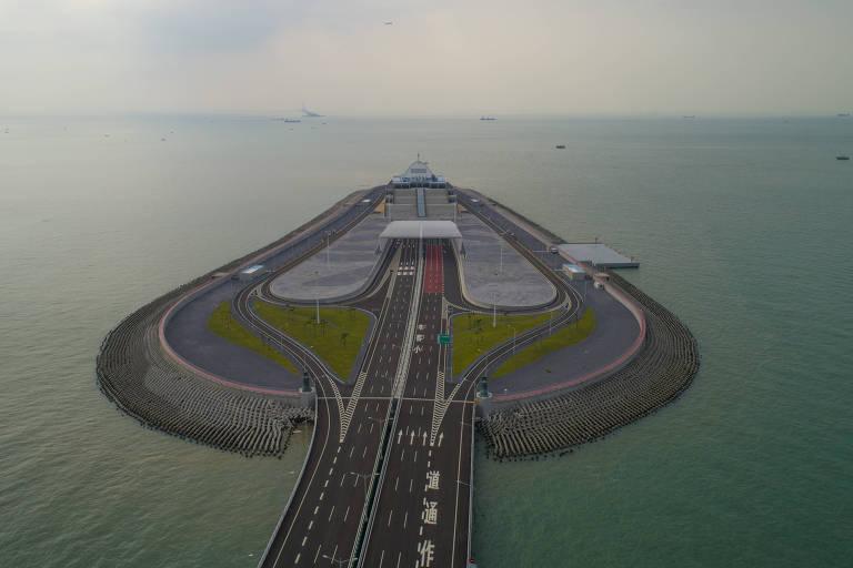 15402953335bcf0aa53efe2_1540295333_3x2_md Os números que revelam a grandiosidade da maior ponte marítima do mundo, inaugurada na China