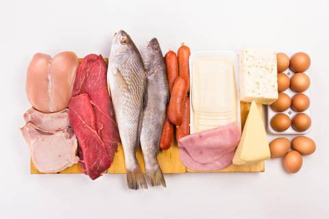 Alimentos que podem ser ingeridos na Dieta Dukan, estruturada em quatro fases, duas para emagrecer e duas para estabilizar o peso. Nas fases iniciais é permitido apenas o consumo de proteínas, legumes e verduras