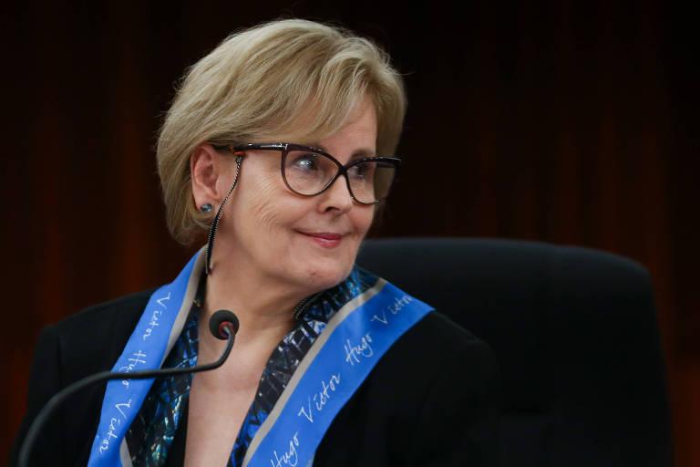 A ministra presidente do TSE, Rosa Weber, durante entrevista coletiva sobre notícias falsas na campanha eleitoral, em Brasília