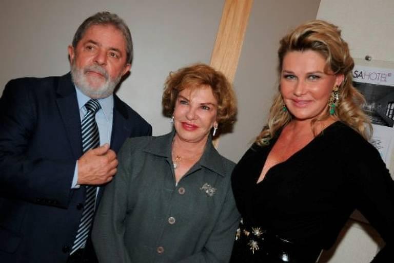 Lula e Marisa com Bia, mulher de João Doria, à época presidente do conselho da Casa Cor