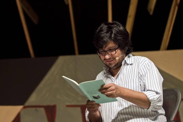 O escritor Alejandro Zambra durante a Flip 2012