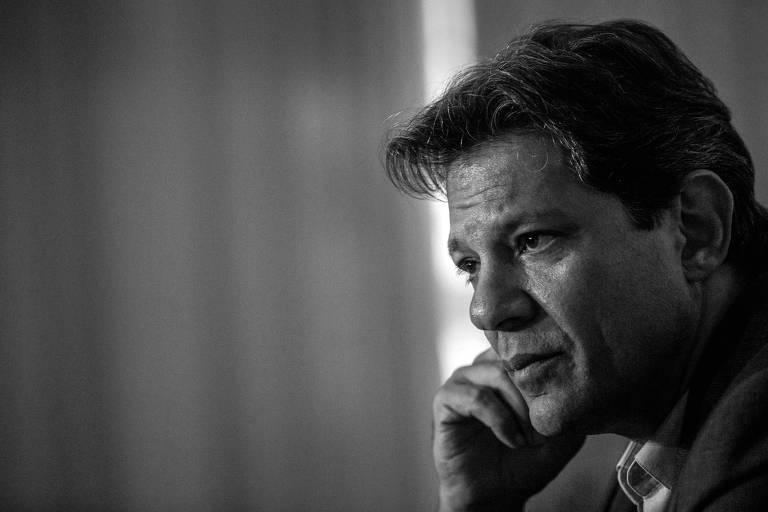 O candidato do PT à Presidência, Fernando Haddad, durante entrevista à imprensa no Rio