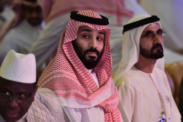 O príncipe herdeiro saudita, Mohammed bin Salman (no centro), em evento econômcio em Riad nesta quarta