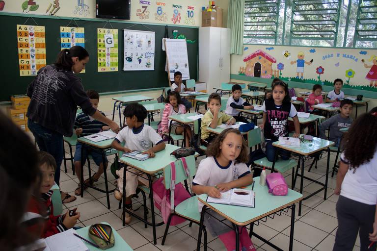 Alunos do Complexo Educacional Érico Veríssimo em Foz do Iguaçu (PR)