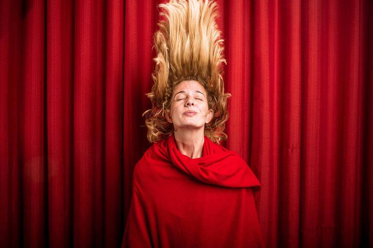 A cantora Letrux, que se apresenta na festa Sexta Básica, na sexta (26)