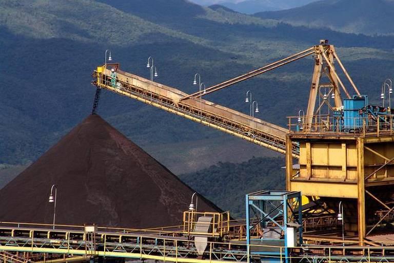 Pilha de minério de ferro, na mina Gongo Soco, em Barão de Cocais, Minas Gerais