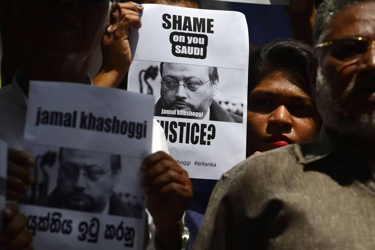 Jornalistas do Sri Lanka pedem justiça para Jamal Khashoggi em frente à embaixada saudita em Colombo