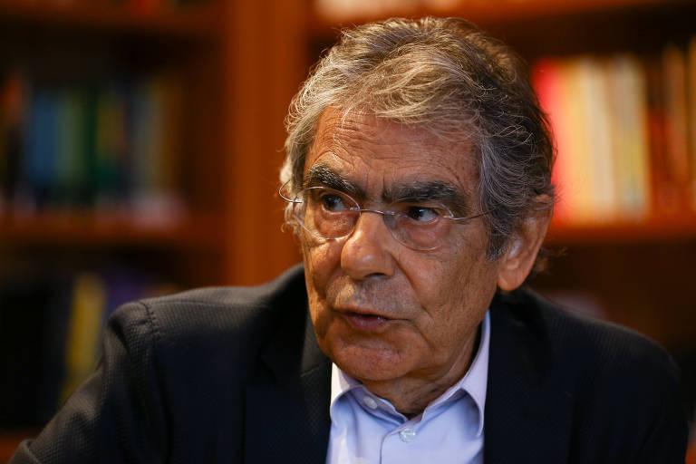 O ministro aposentado do STF Carlos Ayres Britto durante entrevista à Folha em sua casa