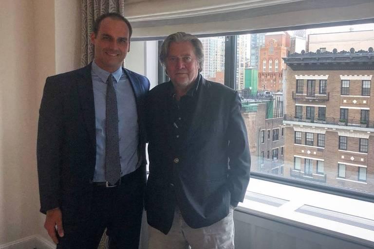 Eduardo Bolsonaro, filho de Jair Bolsonaro, durante seu encontro com Steve Bannon