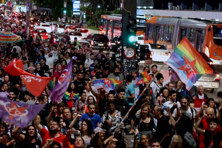 Entre LGBTs, Haddad lidera com 57% e Bolsonaro tem 29% - 26 ...