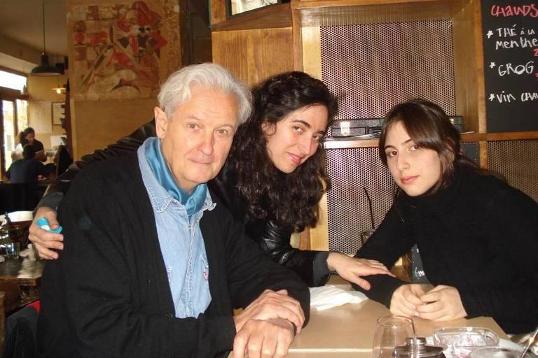 O poeta francês Claude Royet-Journoud, Darly Bonvicino e Bruna, em Paris