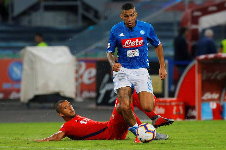 Allan em ação contra a Fiorentina, em jogo do Campeonato Italiano