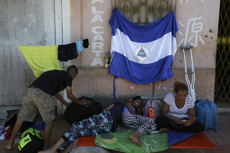 Família foge de repressão na Nicarágua e se junta a caravana para os EUA