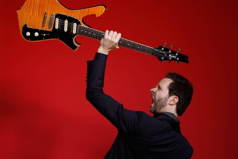 O músico Paul Gilbert