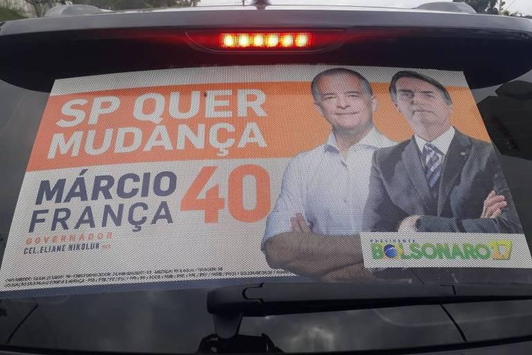 """Adesivo com foto de Márcio França (PSB) e Jair Bolsonaro (PSL) colado em veículo em Sorocaba, no interior de São Paulo. Lê-se """"São Paulo quer mudança"""" e há os números de legenda de França, 40, e de Bolsonaro, 17"""