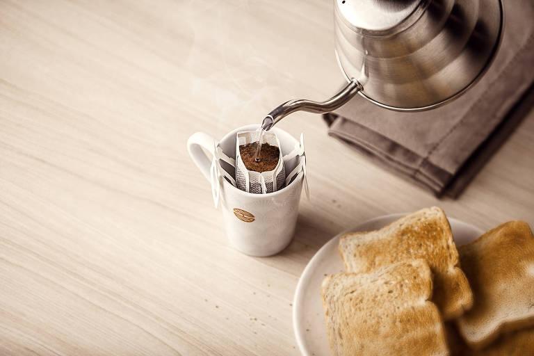 Café coado individual da Orfeu, que pode ser feito em qualquer lugar