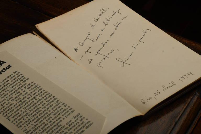 autógrafo em livro antigo