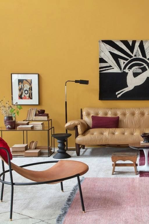 Sala com parede amarelo