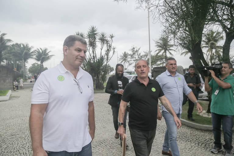 Chegada do deputado Onyx Lorenzoni (DEM-RS), acompanhado do presidente do PSL, Gustavo Bebbiano, e do comboio do choque do candidato à Presidência, Jair Bolsonaro, no condomínio onde ele mora, na Barra da Tijuca, no  Rio de Janeiro