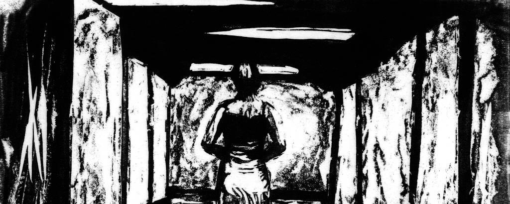 gravura em que mulher anda em corredor escuro