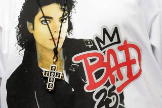 Camiseta com foto de Michael Jackson no filme