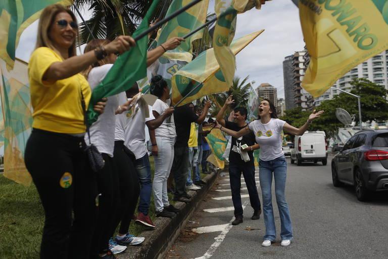 Manifestação em frente à Casa de Bolsonaro, no Rio de Janeiro