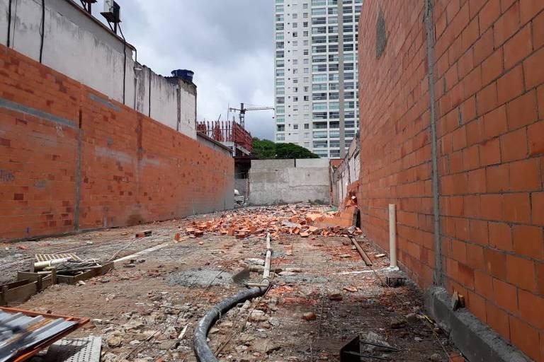 Queda de muro na Vila Olímpia
