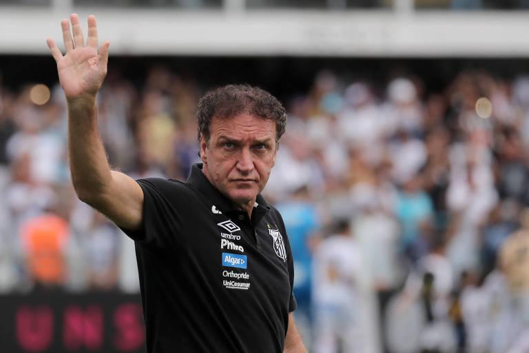 Cuca, técnico do Santos, tem um problema cardíaco e deve deixar o clube ao término do Brasileiro