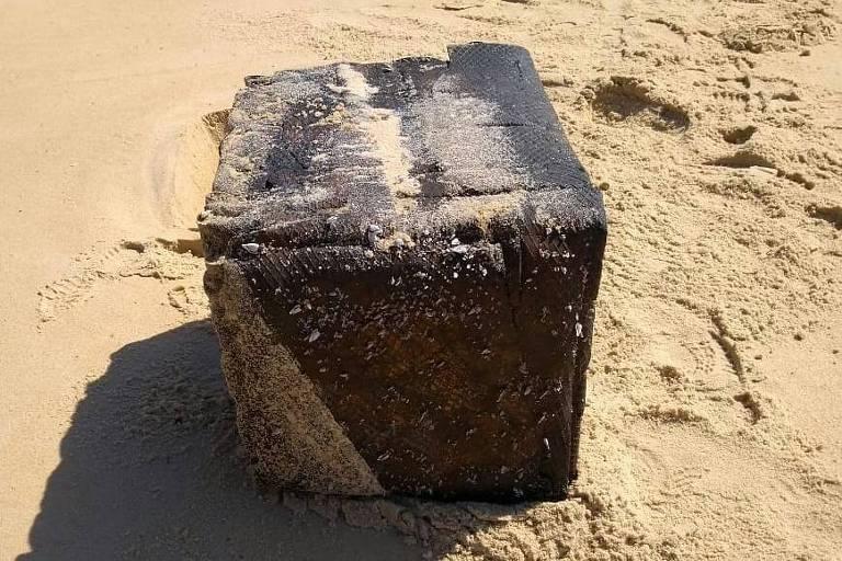 Caixa na areia