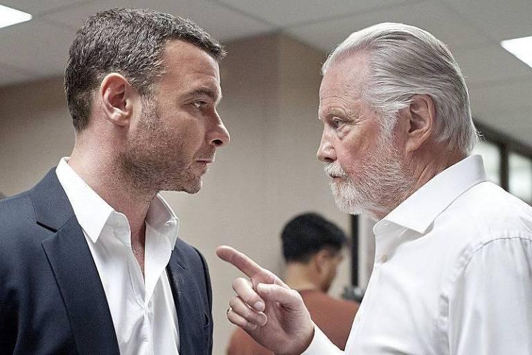 "Liev Schreiber e Jon Voight em cena da série ""Ray Donovan"", da HBO"