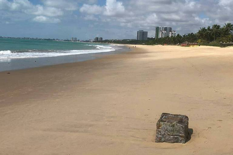 Fardo encontrado no litoral alagoano; mais de 70 pacotes chegaram às praias do estado deste quarta-feira