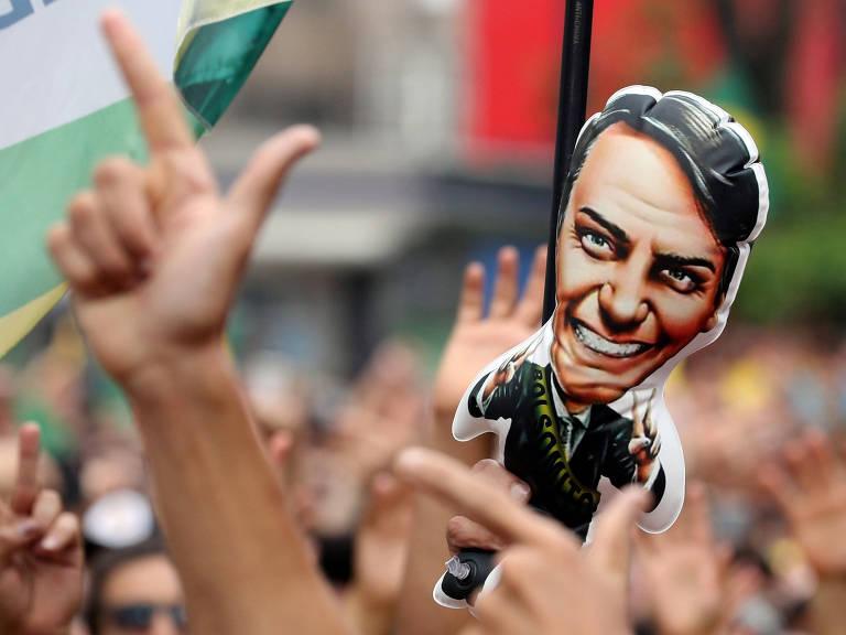 Apoiadores de Bolsonaro vão às ruas