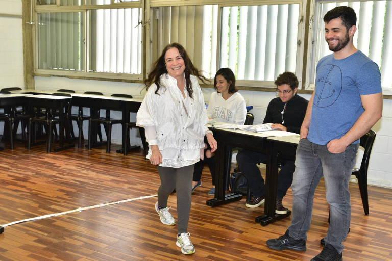 Regina Duarte votando em colégio na zona Oeste de São Paulo