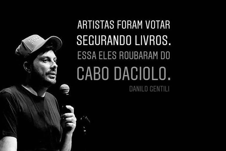 Comediante Danilo Gentili publica piada com artistas que levam livros para a votação