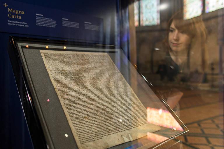 Magna Carta na Catedral de Salisbury, na Inglaterra; homem foi preso por tentativa de roubo