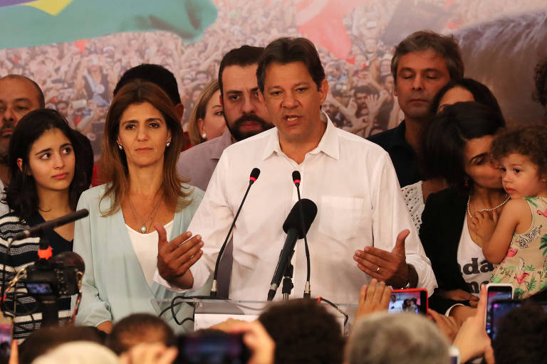 Fernando Haddad (PT) durante pronunciamento após derrota na eleição presidencial