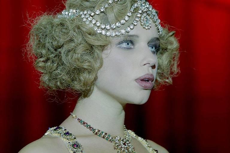A atriz Bruna Linzmeyer em cena do longa 'O Grande Circo Místico', de Cacá Diegues